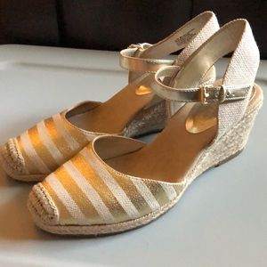 NEW Anne Klein 8.5 shoes wedges gold tan